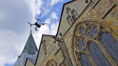 Drohne scannt Dom, Foto: Patrick Buhr/RMH-Media, Köln
