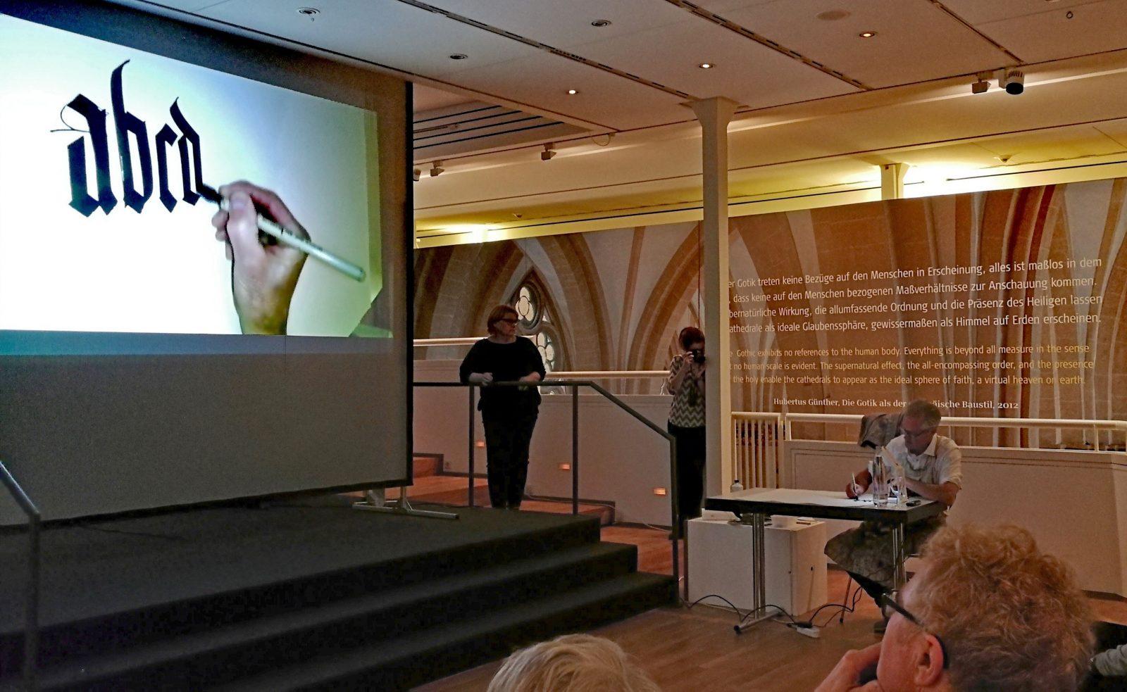 Brody Neuenschwander bei einer Veranstaltung im Diözesanmuseum, Dezember 2019