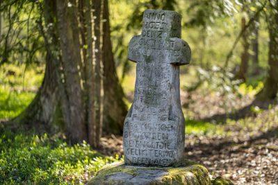 Gedenkkreuz auf Pestfriedhof bei Leiberg