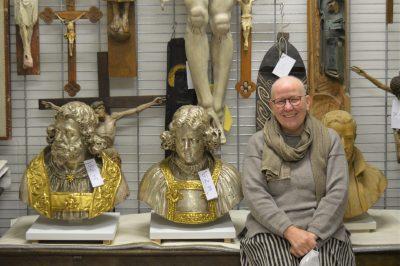 Ursula Pütz im Museumsdepot